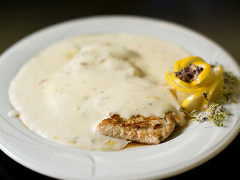 Piept de curcan în sos gorgonzola