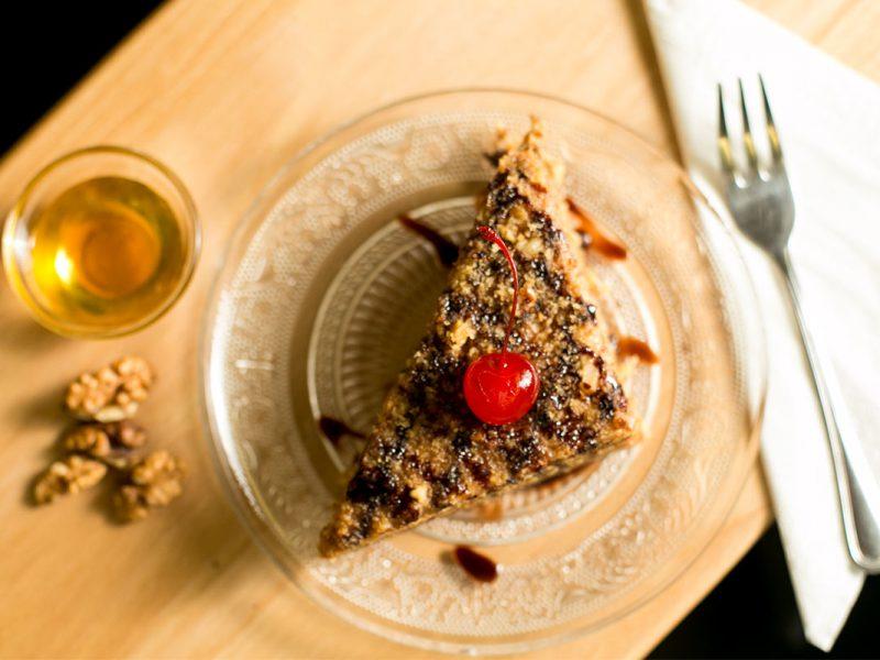 Tort Marlenka cu miere și nucă